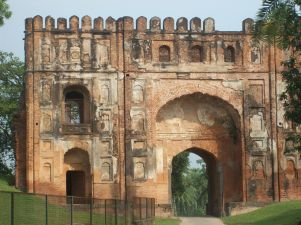 1200px-Entry_gate_at_Gaur,_Malda.